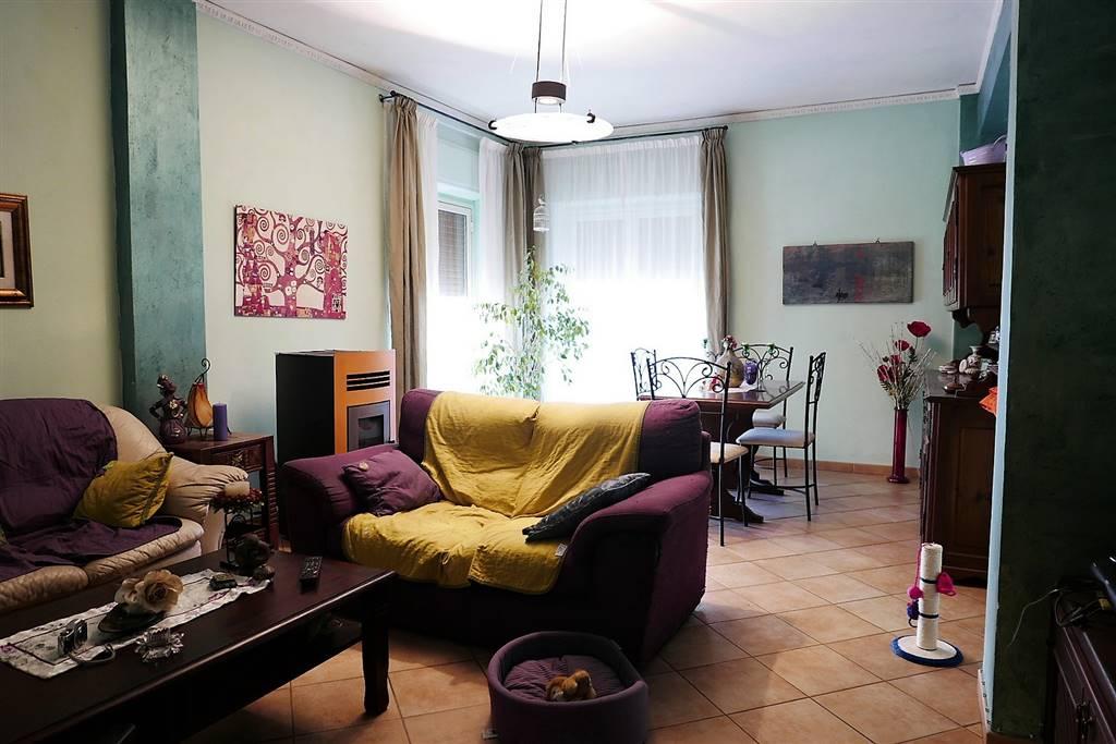Appartamento in vendita a Montefiascone, 5 locali, prezzo € 120.000   CambioCasa.it