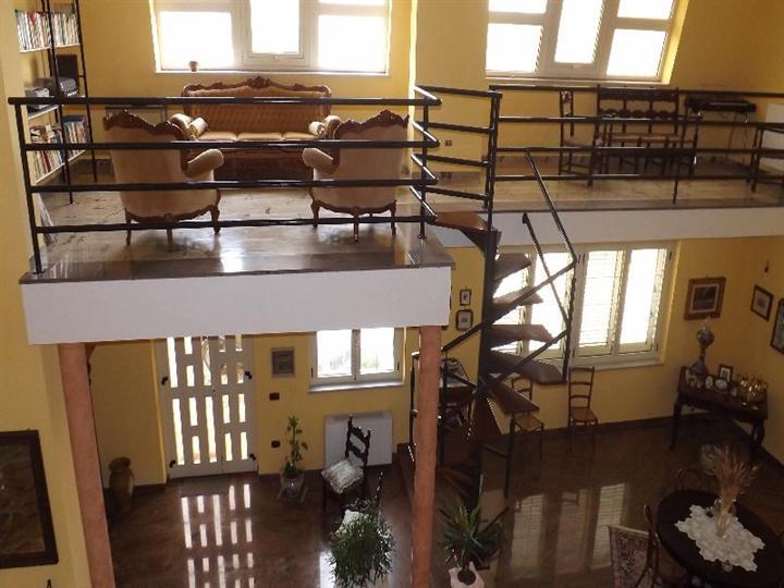 Villa in vendita a Bivona, 21 locali, Trattative riservate | Cambio Casa.it