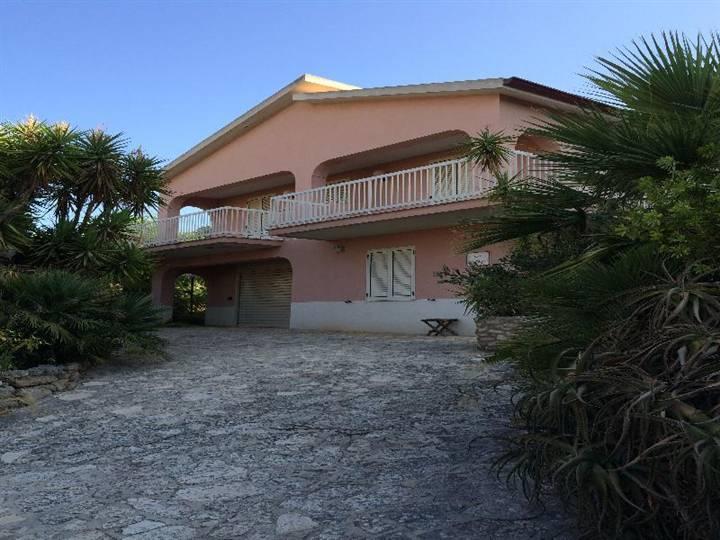Villa in vendita a Burgio, 10 locali, Trattative riservate | Cambio Casa.it