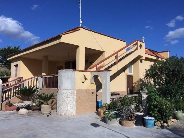 Villa in vendita a Ribera, 6 locali, prezzo € 170.000 | Cambio Casa.it