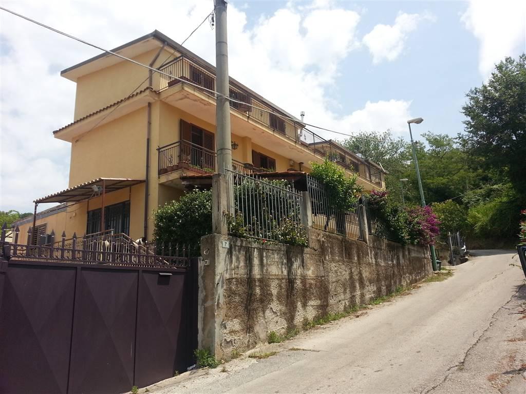 Villa in vendita a Salerno, 6 locali, zona Località: EUSTACHIO, prezzo € 580.000 | Cambio Casa.it