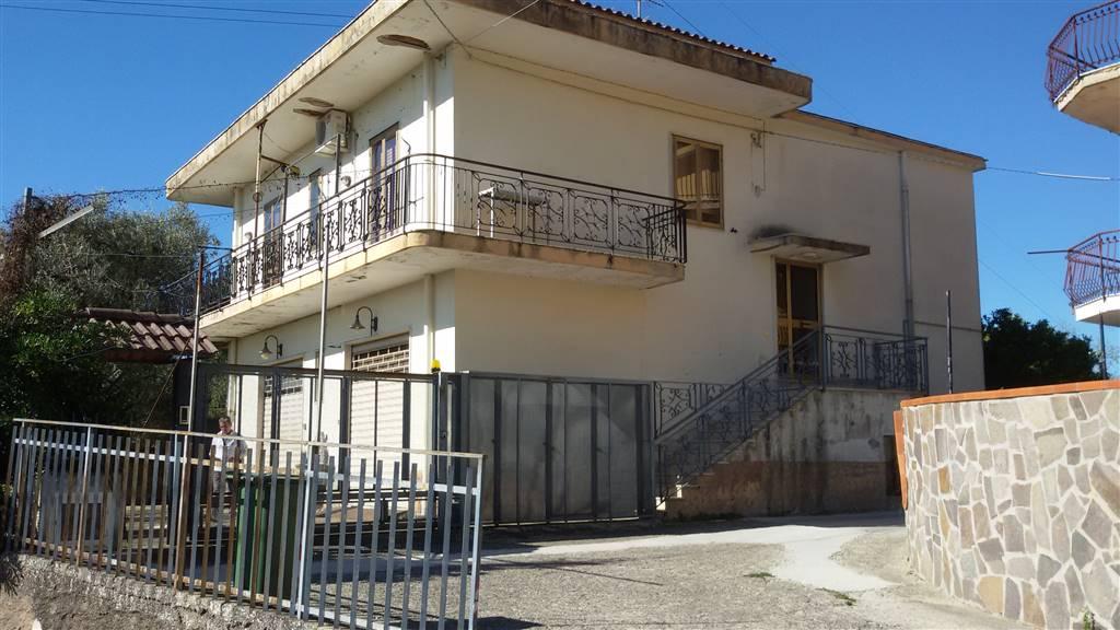 Villa in vendita a San Mango Piemonte, 6 locali, prezzo € 195.000 | Cambio Casa.it