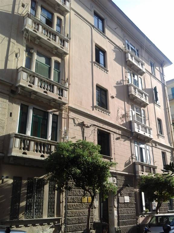 Appartamento in affitto a Salerno, 4 locali, zona Zona: Centro, prezzo € 550 | CambioCasa.it