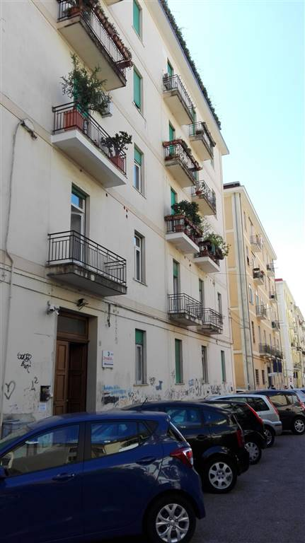 Appartamento in affitto a Salerno, 6 locali, zona Zona: Carmine, prezzo € 1.300 | CambioCasa.it