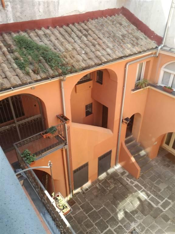 Appartamento in affitto a Salerno, 4 locali, zona Zona: Centro Storico, prezzo € 900   CambioCasa.it