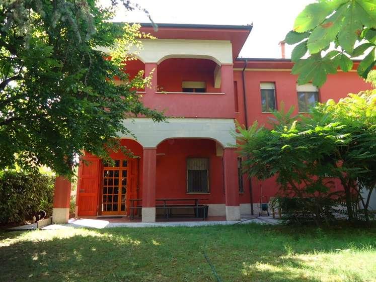 Soluzione Indipendente in vendita a Bentivoglio, 10 locali, zona Zona: San Marino, prezzo € 390.000 | Cambio Casa.it