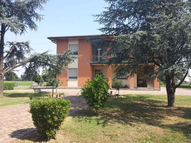Soluzione Indipendente in vendita a San Pietro in Casale, 8 locali, prezzo € 369.000 | Cambio Casa.it