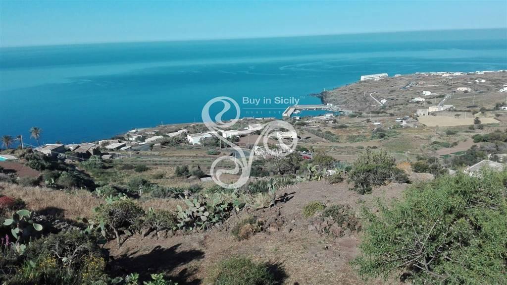 terreno edificabile  in Vendita a Pantelleria