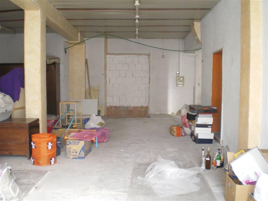 Magazzino in vendita a Prato, 5 locali, zona Zona: Sacrocuore, prezzo € 138.000   CambioCasa.it
