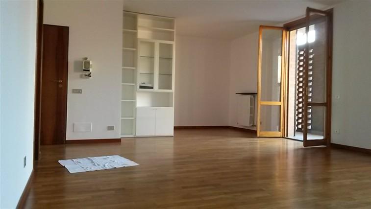 Appartamento indipendente reggio emilia cerca for Affitto appartamento arredato reggio emilia