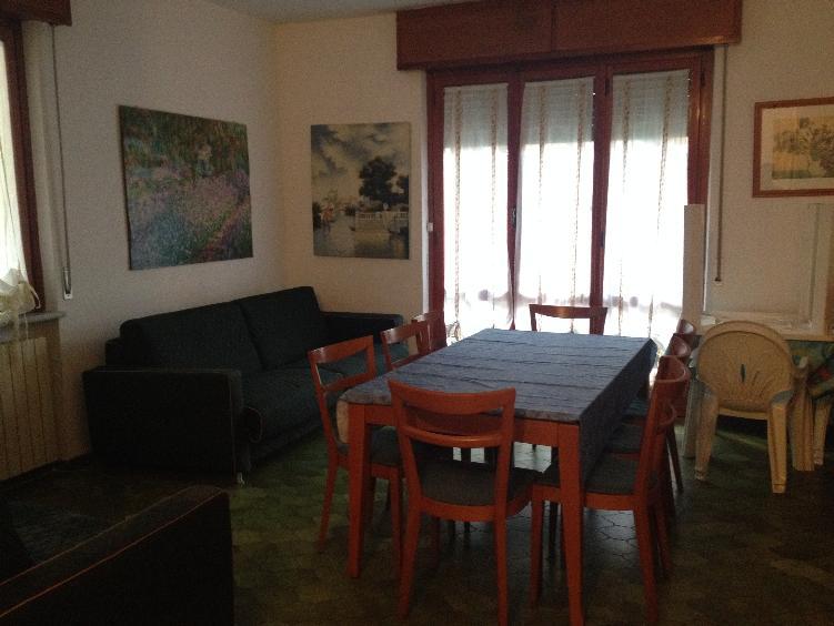 Appartamento in affitto a Massa, 4 locali, zona Zona: Ronchi, prezzo € 1.400 | Cambio Casa.it