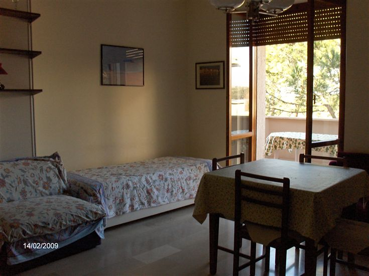 Appartamento in affitto a Massa, 4 locali, zona Zona: Ronchi, prezzo € 1.000 | Cambio Casa.it