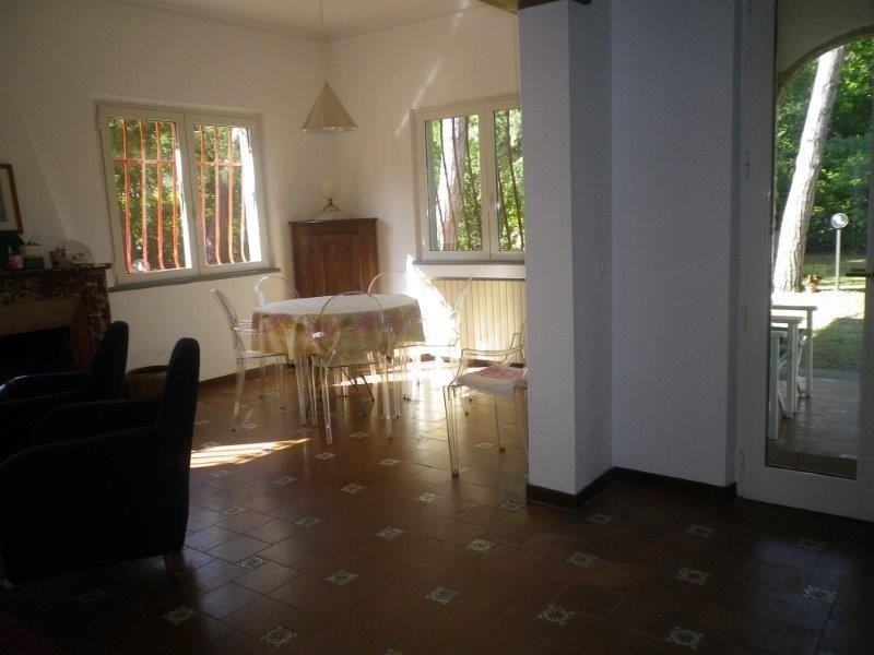 Villa in affitto a Massa, 10 locali, zona Zona: Poveromo, prezzo € 5.000 | Cambio Casa.it