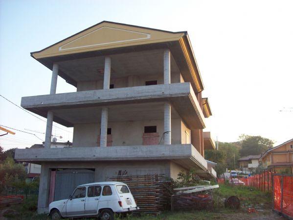 Villa in Vendita a Montefiore Conca