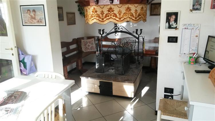 Villa in vendita a Riccione, 5 locali, prezzo € 780.000 | Cambio Casa.it