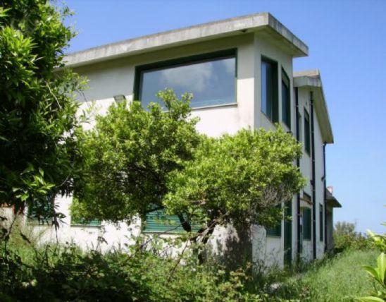 Villa in vendita a Valdina, 6 locali, Trattative riservate | CambioCasa.it