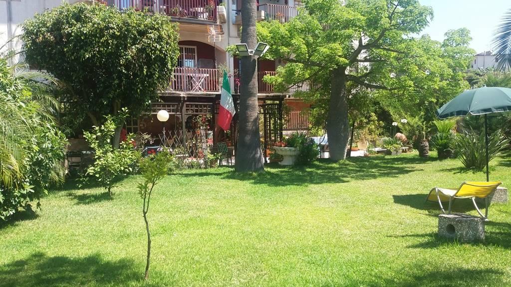 Villa a schiera in Via Frontini, Acitrezza, Aci Castello