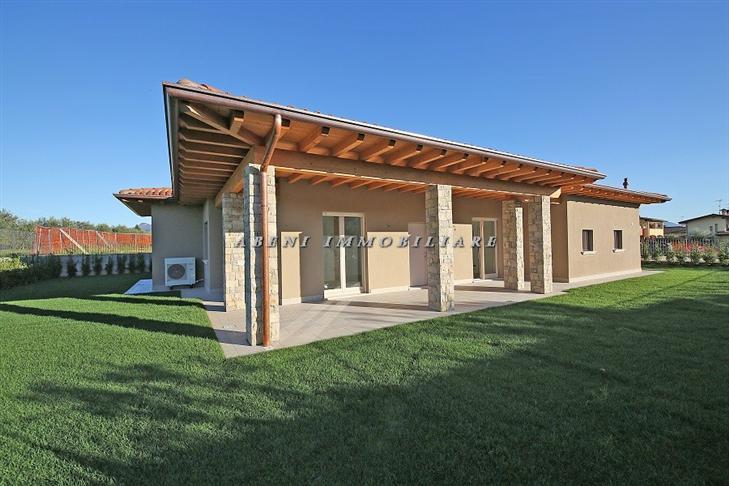 Case puegnago sul garda compro casa puegnago sul garda in for Villa singola moderna
