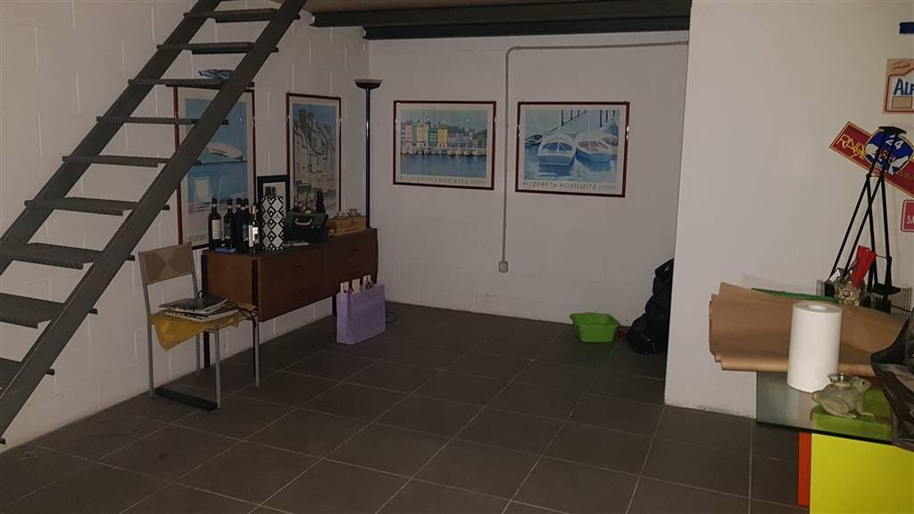 Magazzino in affitto commerciale a Livorno