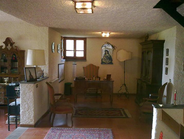 Villa in vendita a Borgo San Lorenzo, 12 locali, prezzo € 395.000 | Cambio Casa.it