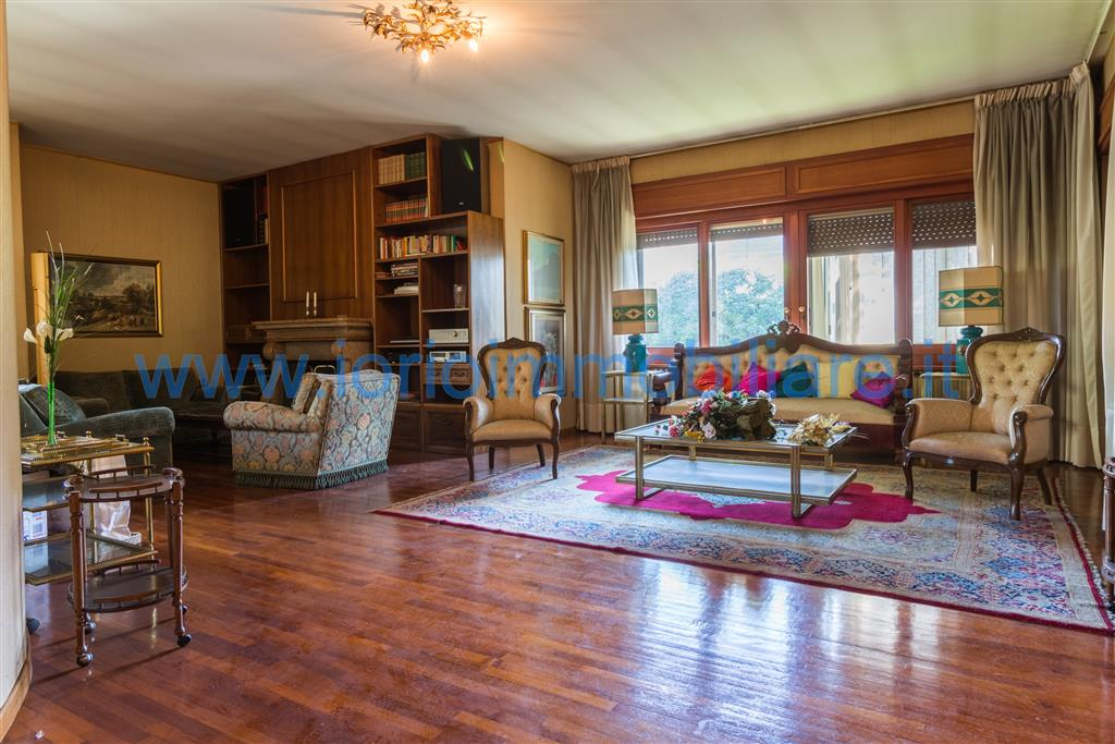 Villa in vendita a Santa Maria Capua Vetere, 9 locali, prezzo € 595.000 | Cambio Casa.it