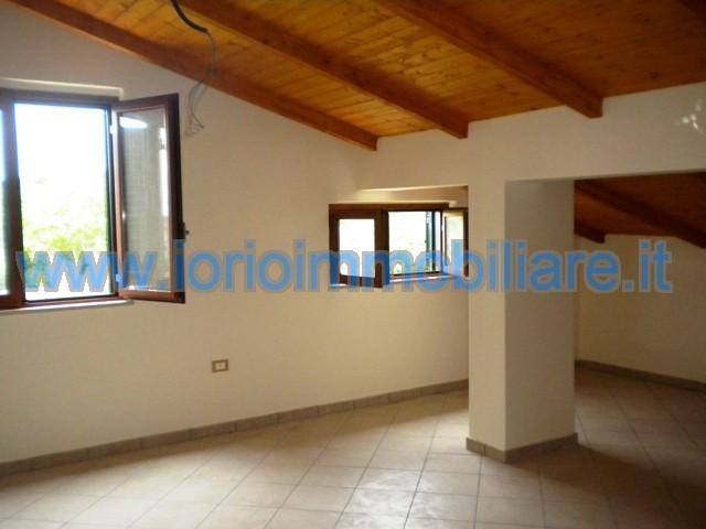 Attico / Mansarda in affitto a Pastorano, 2 locali, prezzo € 220 | Cambio Casa.it