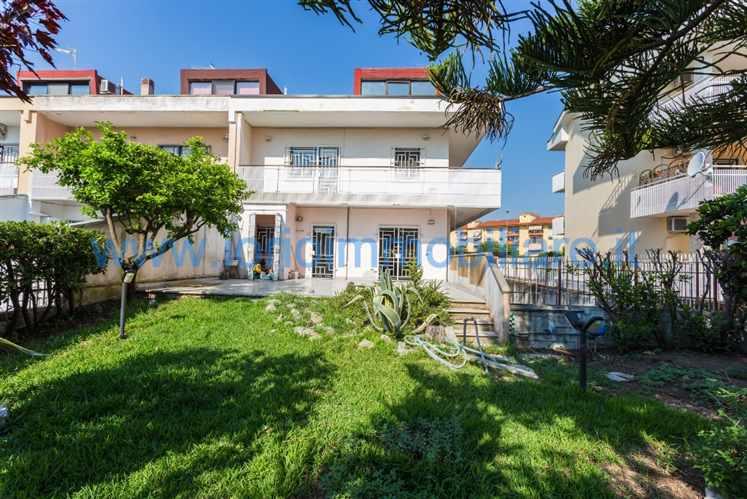Villa in vendita a Santa Maria Capua Vetere, 8 locali, prezzo € 310.000 | Cambio Casa.it