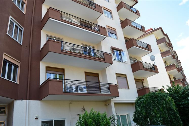 Ufficio / Studio in vendita a Santa Maria Capua Vetere, 2 locali, prezzo € 68.000 | Cambio Casa.it