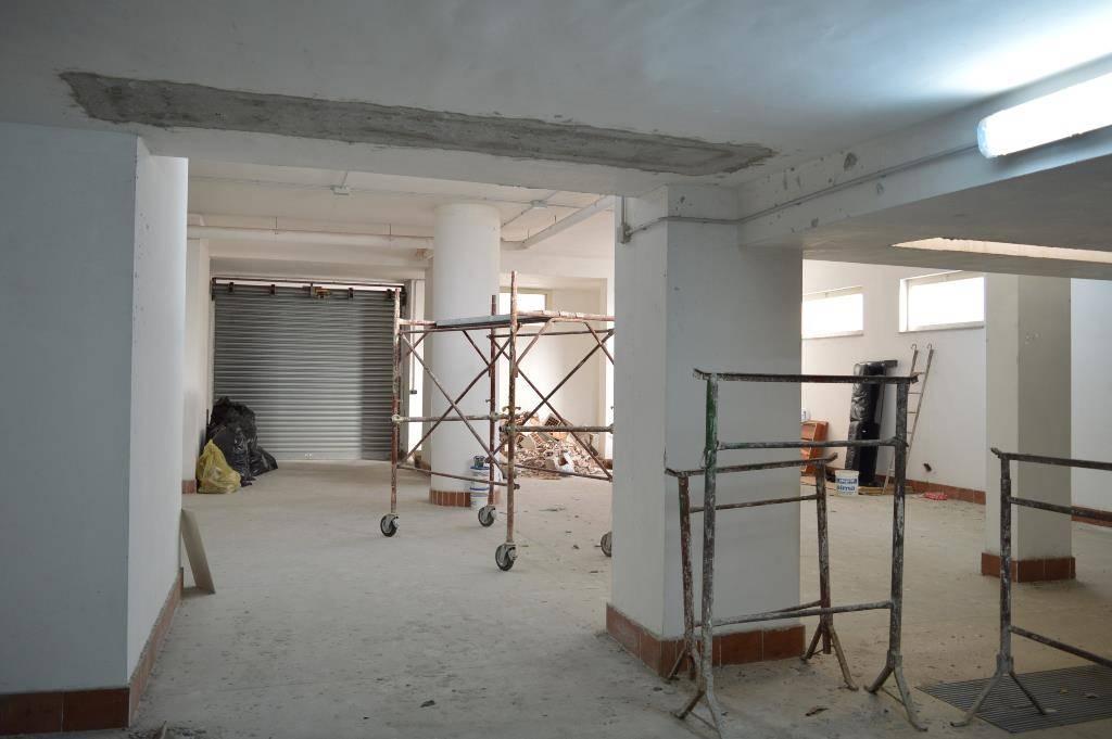 Magazzino in vendita a San Prisco, 1 locali, prezzo € 125.000 | CambioCasa.it