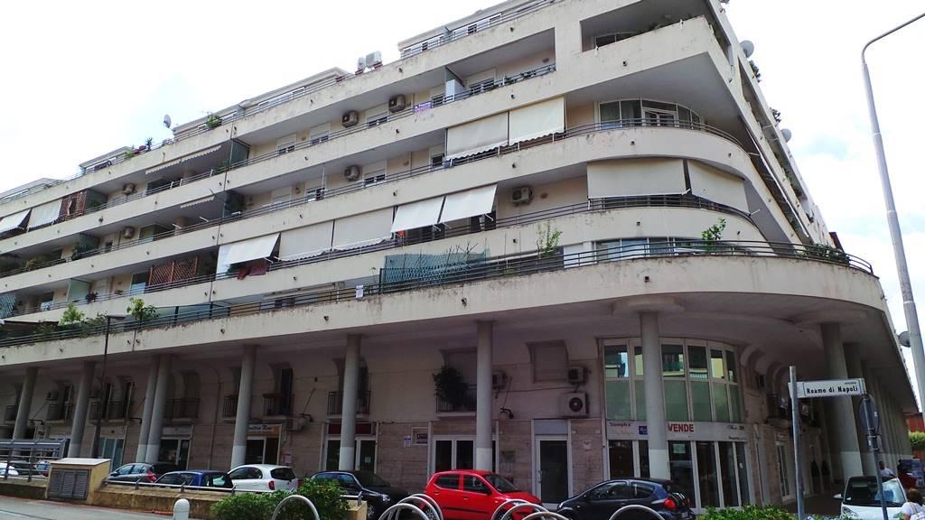 Ufficio / Studio in vendita a Caserta, 2 locali, zona Zona: San Benedetto, prezzo € 96.000 | CambioCasa.it