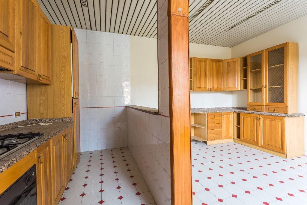 Soluzione Indipendente in vendita a Santa Maria Capua Vetere, 7 locali, prezzo € 158.000   Cambio Casa.it