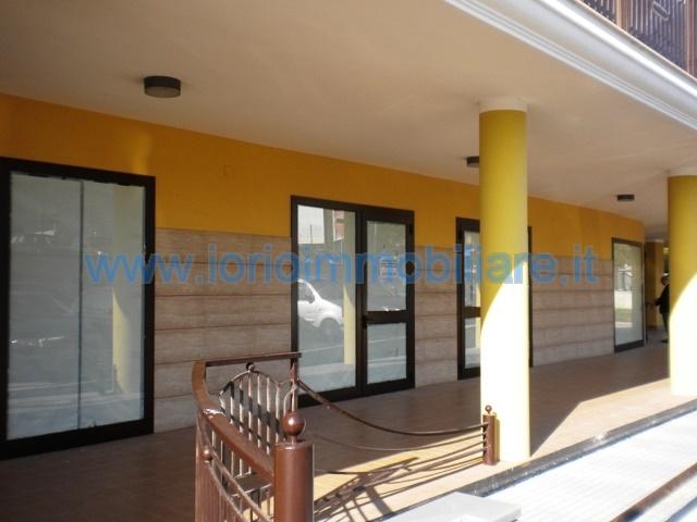 Negozio / Locale in vendita a Caserta, 2 locali, zona Zona: Casolla, prezzo € 450.000 | Cambio Casa.it