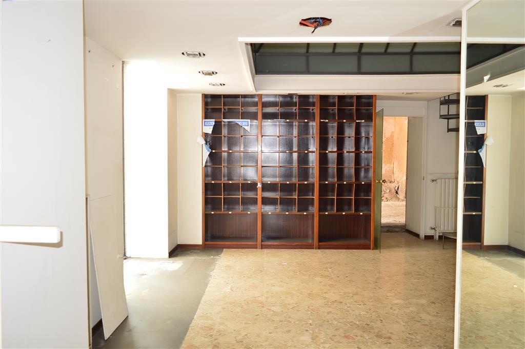 Negozio / Locale in vendita a Santa Maria Capua Vetere, 2 locali, prezzo € 50.000 | Cambio Casa.it
