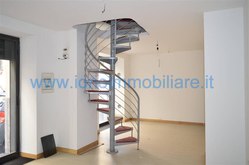 Negozio / Locale in affitto a Santa Maria Capua Vetere, 9999 locali, zona Località: CENTRO STORICO, prezzo € 450 | Cambio Casa.it