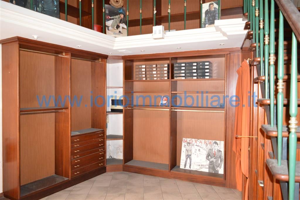 Negozio / Locale in affitto a Santa Maria Capua Vetere, 9999 locali, zona Località: CENTRO STORICO, prezzo € 300 | Cambio Casa.it