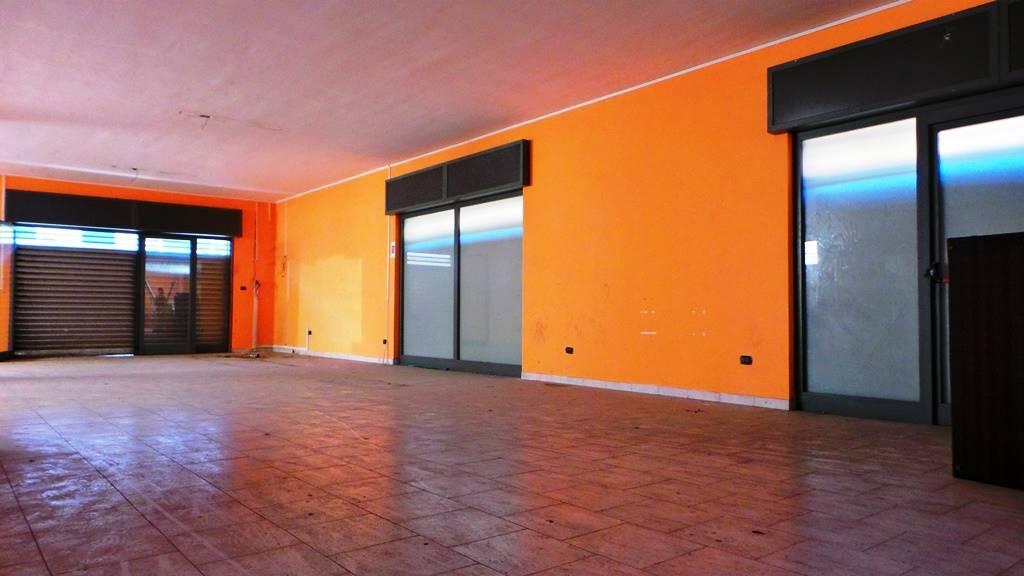 Negozio / Locale in affitto a Teverola, 2 locali, prezzo € 850 | Cambio Casa.it