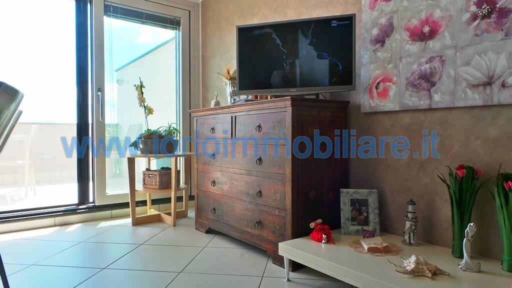 Attico / Mansarda in vendita a San Prisco, 3 locali, prezzo € 185.000 | Cambio Casa.it