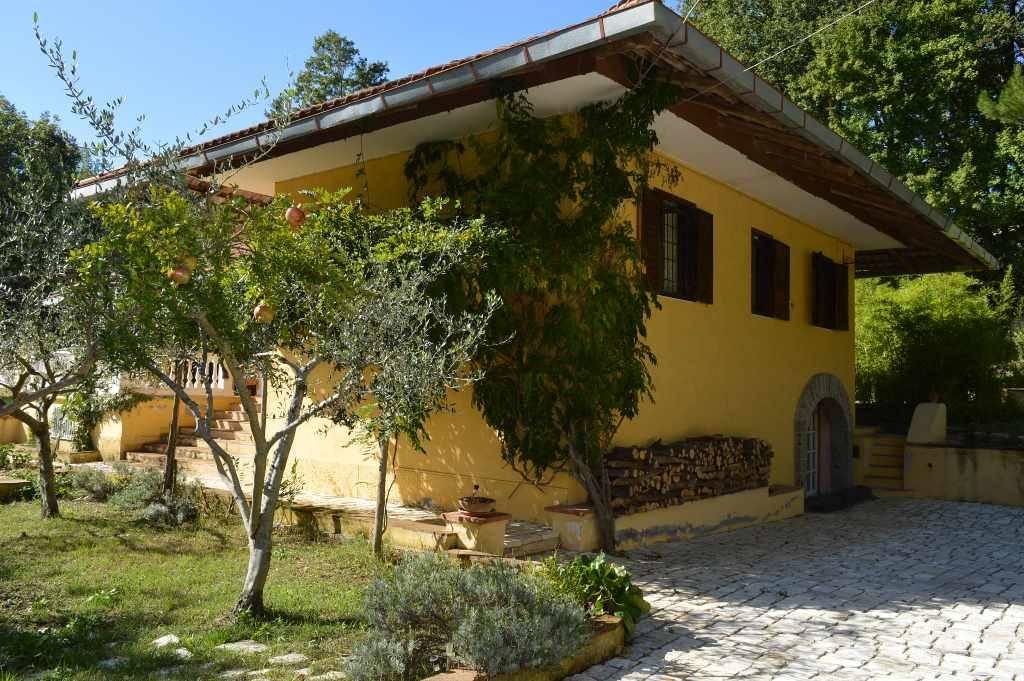Villa in vendita a Liberi, 7 locali, zona Zona: Cerreta, prezzo € 155.000 | CambioCasa.it