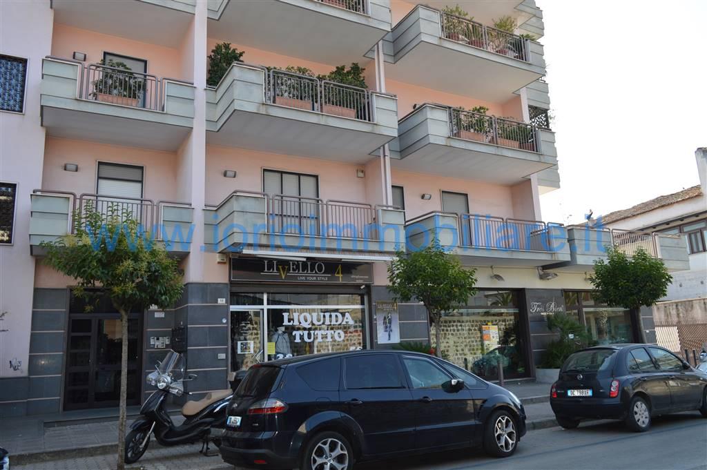 Negozio / Locale in affitto a Santa Maria Capua Vetere, 9999 locali, prezzo € 650   Cambio Casa.it