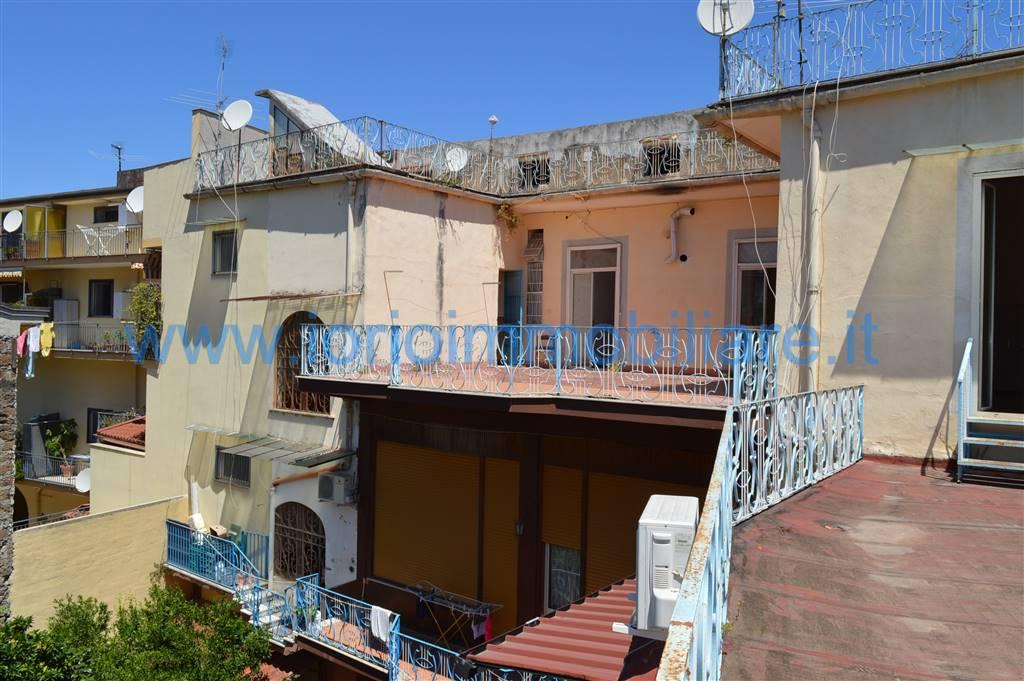 Palazzo / Stabile in vendita a Santa Maria Capua Vetere, 16 locali, zona Località: CENTRO STORICO, prezzo € 330.000 | Cambio Casa.it