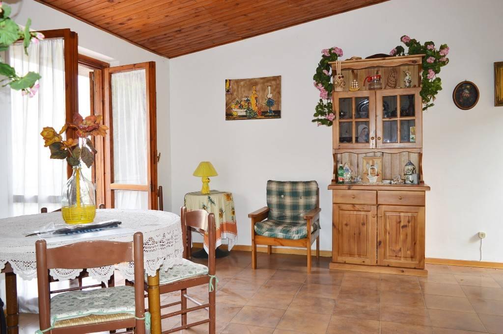 Appartamento in vendita a Roccamonfina, 3 locali, prezzo € 45.000   CambioCasa.it