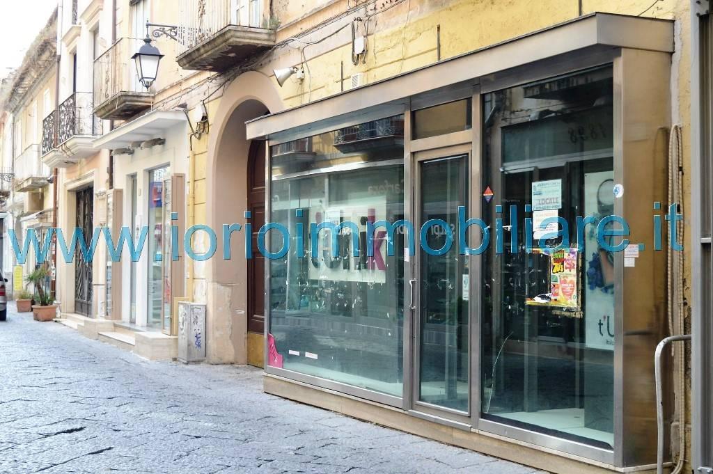 Negozio / Locale in affitto a Caserta, 1 locali, zona Zona: Centro, prezzo € 1.200 | Cambio Casa.it