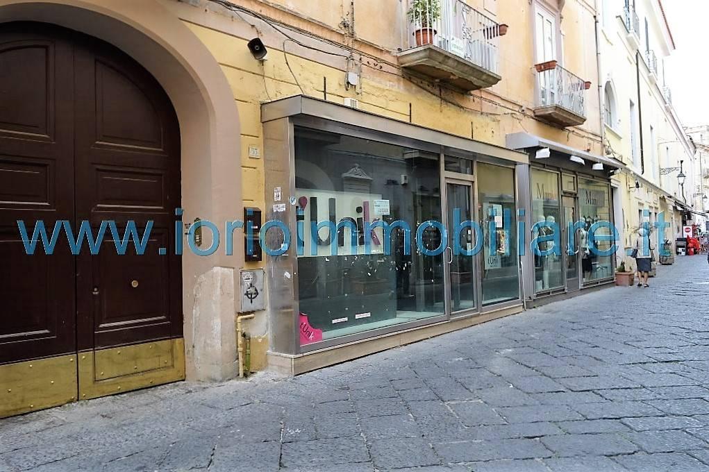 Negozio / Locale in affitto a Caserta, 1 locali, zona Zona: Centro, prezzo € 1.000 | CambioCasa.it
