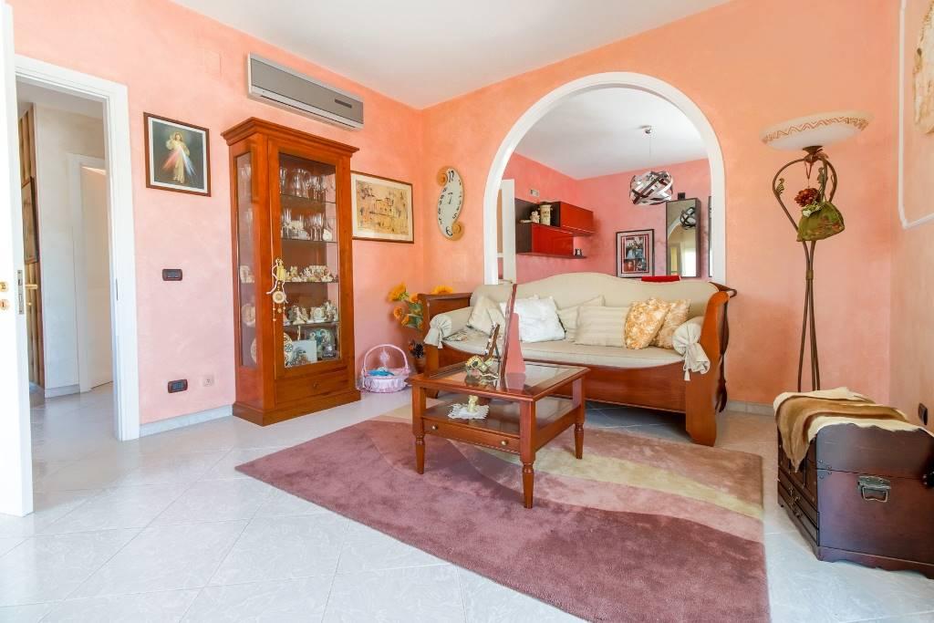 Appartamento in vendita a San Tammaro, 7 locali, prezzo € 165.000 | CambioCasa.it
