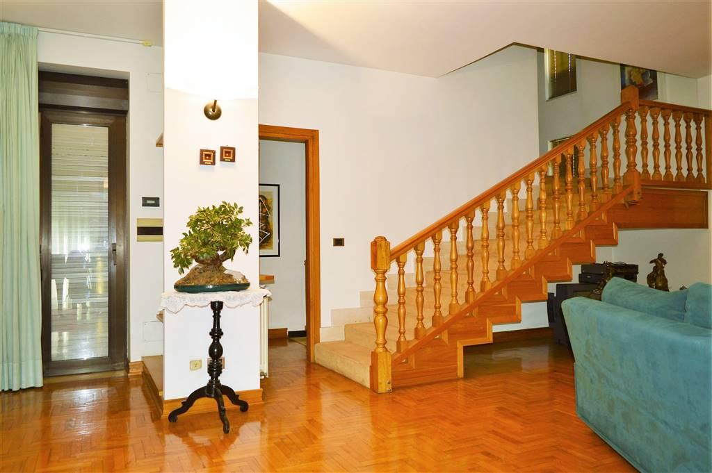 Villa in vendita a Capua, 18 locali, prezzo € 399.000 | Cambio Casa.it