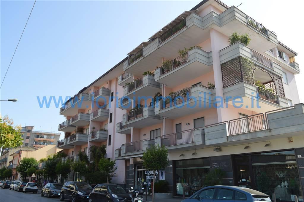 Negozio / Locale in affitto a Santa Maria Capua Vetere, 2 locali, prezzo € 650 | Cambio Casa.it