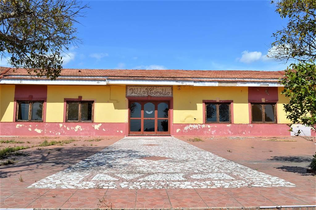 Negozio / Locale in vendita a Francolise, 5 locali, prezzo € 450.000 | CambioCasa.it