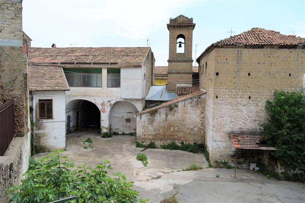 Palazzo / Stabile in vendita a San Marco Evangelista, 40 locali, prezzo € 420.000 | CambioCasa.it