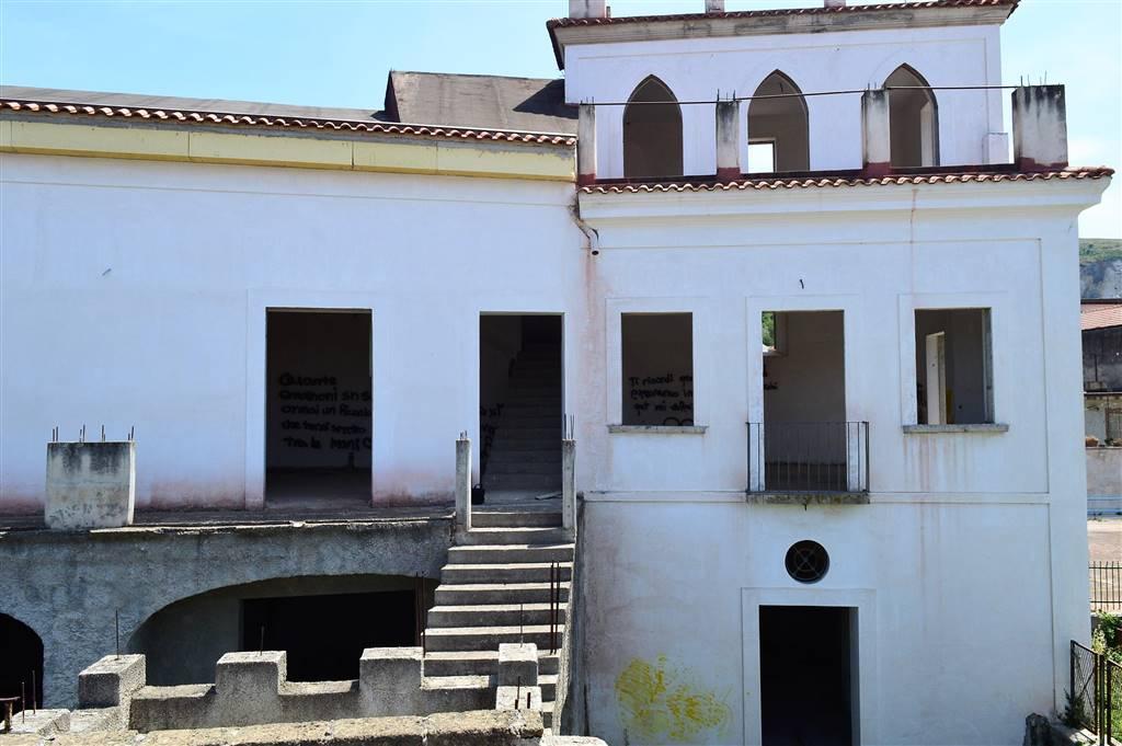 Palazzo / Stabile in vendita a Capua, 12 locali, zona Zona: Sant'Angelo in Formis, prezzo € 229.000 | CambioCasa.it