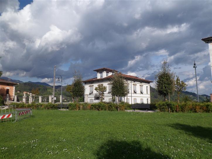 Villa in vendita a Barga, 13 locali, prezzo € 790.000 | Cambio Casa.it